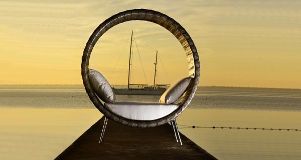 Selecta Ring Chair